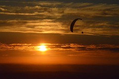 DSC_1717 (justinecharrel) Tags: sunset coucher de soleil auvergne france puydedome volcan montagne nature landscape paysage colors orange red blue sky clouds sun parapente parasailing nikon nikond3200 out