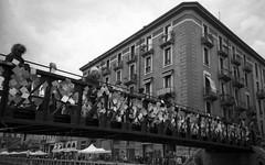 Milano (Valt3r Rav3ra - DEVOted!) Tags: lomo lomography lca lomolca milano naviglio russiancamera sovietcamera bw biancoenero blackandwhite streetphotography street rolleiretr100 film analogico 35mm valt3r valterravera visioniurbane urbanvisions