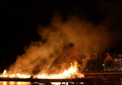 2016-09-04: Ashes Of Art (psyxjaw) Tags: london londonist fire londonsburning model greatfire greatfireoflondon art installation river thames crowd