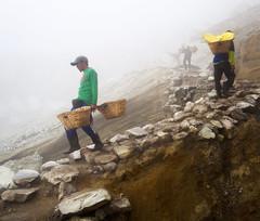 java - ijen (peo pea) Tags: ijen cratere crater volcano vulcano reportage miners minatori mine hard work sulfur zolfo esalazioni gas indonesia