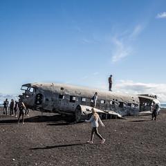 'Secret' Iceland Spot (Fabian F_) Tags: iceland island plane wreck people crowd tourism mass secret