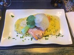 """Punta Arenas: du saumon accompagné de polenta pour Miss V. <a style=""""margin-left:10px; font-size:0.8em;"""" href=""""http://www.flickr.com/photos/127723101@N04/30287323915/"""" target=""""_blank"""">@flickr</a>"""