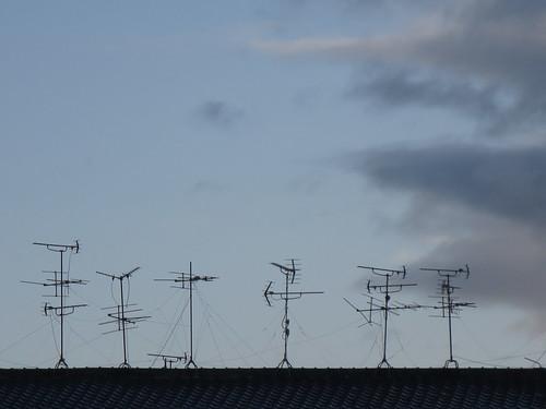 屋根うえのアンテナ群