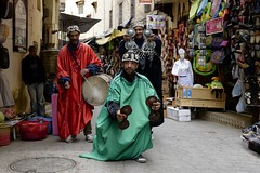 noisy Street Dancers (Riccardo Maria Mantero) Tags: africa street travel people tourism work dance strada gente northafrica danza persone morocco berber fez marocco medina worker noise turismo viaggio fes rumors lavoro viaggiare berbero afszoomnikkor2470mmf28ged