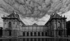 Palais des Beaux-Arts, Lille (Guillaume DELEBARRE (Guigui-Lille)) Tags: museum muse blackandwhite bw noiretblanc nb architecture cloudysky clouds reflets canon canoneos6d 6d sigma1224mmf4556iidghsm ultrawideangle ultragrandangle lille france