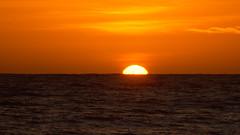 E se levanta (Andr Felipe Carvalho) Tags: vento jangada mar pescaria pescador sol nascer nascente praia icapu peroba nikon d7200 18300