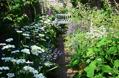Southease Open Garden Weekend - Sussex (Mark Wordy) Tags: southease opengardens village eastsussex walledgarden cottagegarden path caminhos bench romantic seating summer orlaya