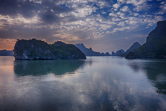 Sunset clouds at Ha Long (ORIONSM) Tags: halongbay vietnam asia water sunset clouds reflection boat isalnd karsts sony rx100mk3