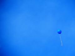 Au petit bonheur la chance (CcileAF) Tags: canon colour sky blue minimalist