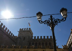 lovely lamp in the sunny day (Hayashina) Tags: valencia spain lamp sun htt