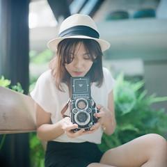 Rolleiflex girl () Tags: rolleiflex 28e carl zeiss fujifilm pro400h 120 6x6 square  taiwan taipei portrait bokeh light cafe  yaya