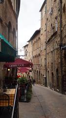 Street food - Volterra, Italy (luca_margarone) Tags: europe europa italy italia volterra city città strada street food cibo region regione toscana tuscany architecture architettura locali ristoranti