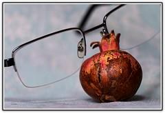 Melograno mini (Schano) Tags: picmonkey sonyilce3000 ilce3000 sony3000 sonyemount55210 closeup magro melograno natura mediterraneo frutto occhiale scherzidellanatura mini piccolo mignon tubodiprolungamacroset10mme16mm melogranomini stilllife