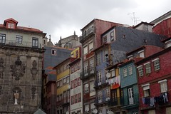 DSC04615 (nomiegirardet) Tags: porto portugal europe water douro bird goelan house old red sky river blue wine food wall yellow azulejos faence