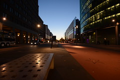 Dmmerung (deta k) Tags: berlin deutschland germany potsdamerplatz potsdamerstrase abend strassen streets nikond7100 nikkor1024mmf3545 sooc