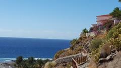 Die Stufen zum Meer - The steps to the Sea... (joe-so) Tags: sea meer meerblick strand beach blue sky himmel wasser water mountain berg weg treppen stufen zoomin haus pfad atlantik