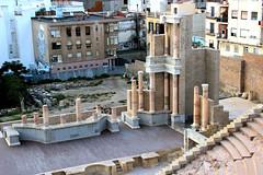 O novo e o antigo r (Vera Schuck Paim) Tags: teatro romano ruinas em cartagena espanha spain runa romanas colunas mrmore rosa jardins caminhos reconstruoes
