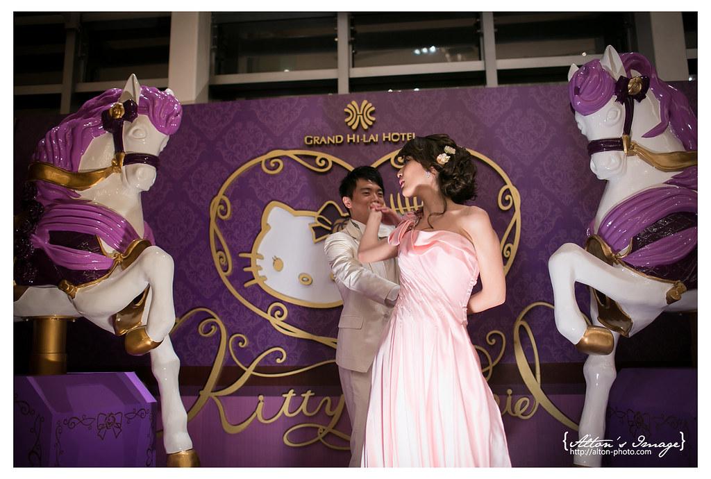 [高雄婚攝] 筌 & 涵 宴客側拍@高雄漢神巨蛋