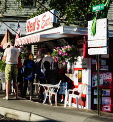 Red Line (nikolas.hample) Tags: maine tourism tourist lobster roll lobsterroll reds redseats eats wiscasset icons iconic destination