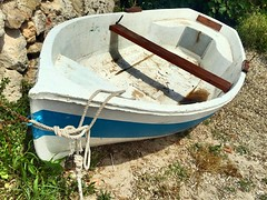 Mar y cielo (yanitzatorres) Tags: marinero marino nudo amarre madera azul blanco embarcacin baleares menorca mediterrneo mar bote barco