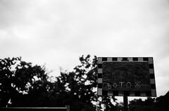 Botox (nicolasheinzelmann) Tags: botox spiegel tippex weiss spiegelung bern stadt schwarzweiss schweiz leicam6 m6 messsucher messsucherkamera voigtlnder40mmf14 fujiacros100 rangefinder analog switzerland city flickr summer bw blackandwhite summer2016 516 nicolasheinzelmann