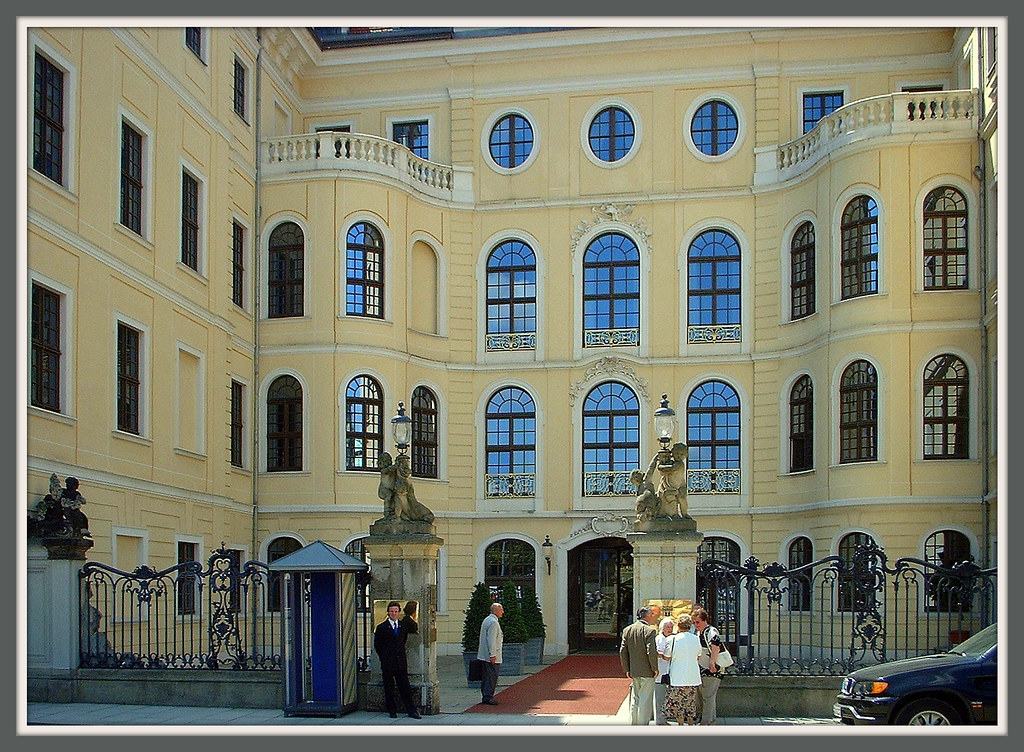 the world 39 s best photos of dresden and taschenbergpalais flickr hive mind. Black Bedroom Furniture Sets. Home Design Ideas