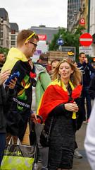 2016-06-18_17-29-22_ILCE-6300_9141_DxO (miguel.discart) Tags: 2016 91mm belgique belgium belira belirl bru brussels bruxelles bxl candidportrait candide candideportrait createdbydxo drapeau dxo e18200mmf3563oss editedphoto euro euro2016 flag focallength91mm focallengthin35mmformat91mm football ilce6300 irlande iso100 pedestrian pietonnier sony sonyilce6300 sonyilce6300e18200mmf3563oss sport