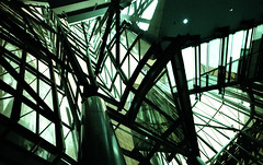 Guggenheim Museum Bilbao (pho-Tony) Tags: voigtlanderbessal lomochrometurquoise heliar15mm bilbao lomochrome turquoise 35mm analogue 135 ishootfilm filmisnotdead voigtlander bessa l guggenheim museum guggenheimmuseumbilbao guggenheimmuseum bilbo basque frank gehry frankgehry