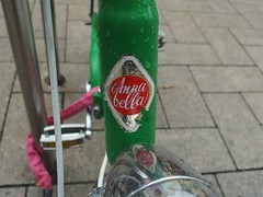 Annabella (mkorsakov) Tags: dortmund city innenstadt fahrrad bike bicycle logo wappen retro annabelle grn green rot red typo