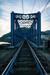 El final del puente (ivandabouza) Tags: tren railes vias galicia ferrocarril españa cielo agua azul