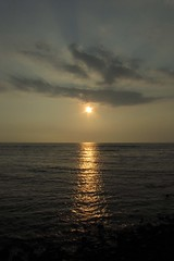 setting sun at Kahalu'u (BarryFackler) Tags: ocean sunset sea sun sunlight seascape reflection beach water clouds island hawaii polynesia bay coast waves sundown pacific scene pacificocean tropical ripples bigisland kona kailuakona countypark kahaluu beachpark konacoast hawaiicounty hawaiiisland 2013 westhawaii northkona kahaluubeachpark barryfackler barronfackler