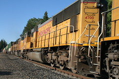 Union Pacific #4700 (EMD SD70M) in Colfax, CA (CaliforniaRailfan101 Photography) Tags: up amtrak unionpacific priority ge freight bnsf reefer manifest emd californiazephyr burlingtonnorthernsantafe dash9 dpu es44dc gevo sd70m amtk c449w stacktrain sd70ace es44ac colfaxca c45accte p42dc trackagerights es44c4 tietrain sd59mx unitreefer zdlsk