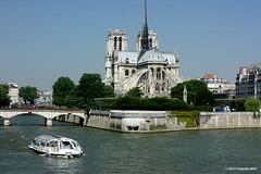 Poscard from Paris (Yolanda Miel) Tags: sun paris france canon soleil spring europe cathedral notredame capitale printemps barge bateaumouche laseine mygearandme yolandamiel flickrstruereflection3