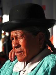 Bolivian woman (magellano) Tags: donna mujer woman bolvia candid anziana anciana elderly bombetta cappello hat ritratto portrait sucre orecchino treccia