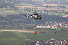 Rettungshubschrauber am Pferdskopf / Wasserkuppe 160814_109 (jimcnb) Tags: 2016 august wasserkuppe rhn hessen hubschrauber polizei helicopter dhheb
