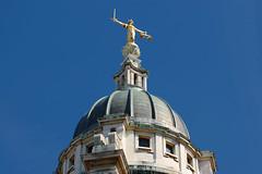 DSC_2894A (vkalivoda) Tags: socha statue london oldbailey korunnsoud centralcriminalcourt criminalcourt court architecture roof