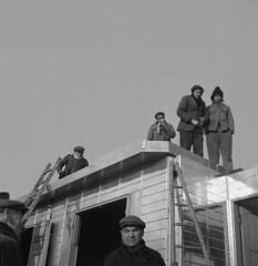 Ouvriers sur le chantier d'exprience de Noisy-le-Sec (Archives photographiques du MRU) Tags: 1946 macon ouvrierbtp chantierdexprience reconstruction noiretblanc noisylesec seinesaintdenis ledefrance
