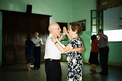 (Marco Antonecchia) Tags: contax contaxt2 compactfilmcamera oldpeople dance party film filmisnotdead filmphotography fujifilm vecchi ballo analog 35mm love streetphotography old