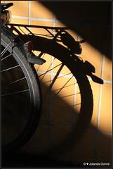 Licht und Schatten (Jolanda Donn) Tags: lichtundschatten velo fahrrad unterfhrung konstanz badenwrtemberg deutschland oktober oktober2014 30102014 canoneos650d