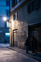 Night's secrets (i.courmont) Tags: nuit night firenze florence florencia italie italia italy candid photoderue streetphoto streetphotography