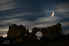Besndose bajo la luna - Kissing under the moon (LANTADA) Tags: orbanejadelcastillo dobleexposicion roca noche nocturna luna