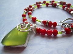 Serpentine and red coral necklace (designbysunzeri) Tags: poeticnotionsjewelry etsy serpentinenecklace coralnecklace stonenecklace beadednecklace gemstonenecklace redcoral rhinestones greenandrednecklace redandgreennecklace