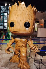 DSC_0567 (Randsom) Tags: nycc 2016 newyorkcomiccon nycomiccon javitscenter october nyc newyorkcity cosplay costume fun comicbooks comicconvention marvelcomics groot guardiansofthegalaxy wood cosmic