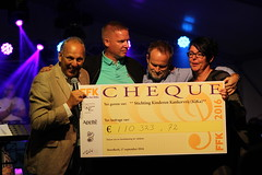 "De cheque • <a style=""font-size:0.8em;"" href=""http://www.flickr.com/photos/96965105@N04/30007558160/"" target=""_blank"">View on Flickr</a>"
