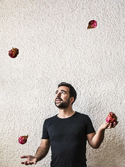Jonglage (imaginativenewworld) Tags: pitaya pitahaya fruta del dragn fruit du dragon strawberry pear jongler jonglage malabares malabarismo juggling photoshop montage montaje photomontage