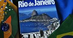 """Der Reiseführer. Die Reiseführer. Ein Reiseführer über Rio de Janeiro. • <a style=""""font-size:0.8em;"""" href=""""http://www.flickr.com/photos/42554185@N00/30082986082/"""" target=""""_blank"""">View on Flickr</a>"""
