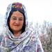 Smiling woman and cherry flowers, Karimabad, Pakistan パキスタン、カリマバード 桜をバックに微笑むオシャレなおばあちゃん