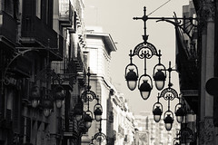 Street lamps Barcelona (Hernan Piera) Tags: photo photography image photographer hernanpiera oto fotografia imagen pic fotografo calle luces luminarias farolas blancoynegro barcelona espaa europa street lights streetlights blackandwhite spain europe