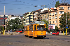 Dwag-Sechsachser 4238 berquert die groe Kreuzung am 'Gara Poduyane' (Frederik Buchleitner) Tags: 238 4238 bulgaria bulgarien blgariya duewag dwag gt6 linie22 sechsachser sofia stolitschenelektrotransportag strasenbahn streetcar tram trambahn tramvai     sofiacity blgariya dwag straenbahn tramvai