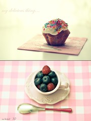Tenth weeek - Delicious (Ki@  Photo) Tags: life project 50mm still cream delicious blueberry raspberry muffin tazzina cucchiaio progetto d90 delizioso mirtilli lamponi 2013 kiphoto blachpeach